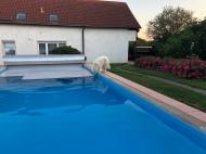 Pool-Deckel geht zu