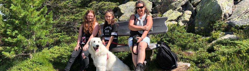 Vier Mädchen im Hochmoor