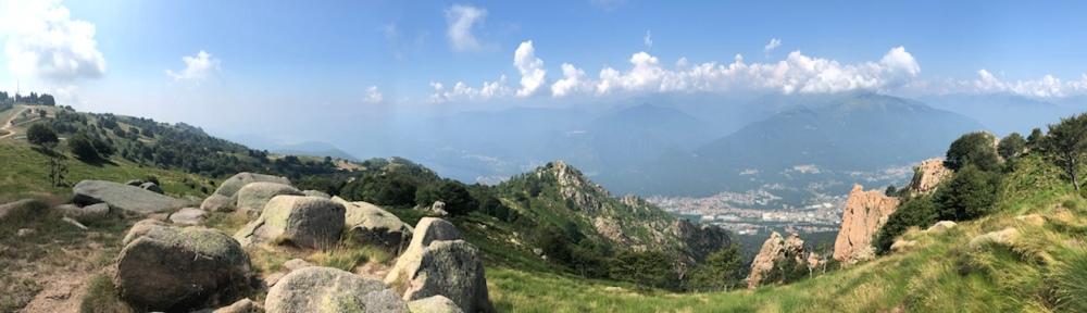 Blick auf Omegna, den Lago d'Orta und in Richtung Monte Rosa (heute leider nicht zu sehen)