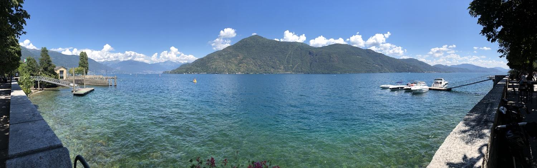 Panorama an der Uferpromenade über den See