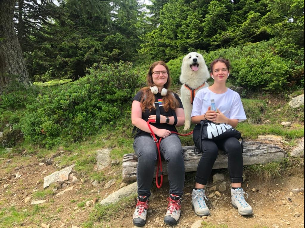Drei Mädchen auf dem Weg zur Millstätter Hütte